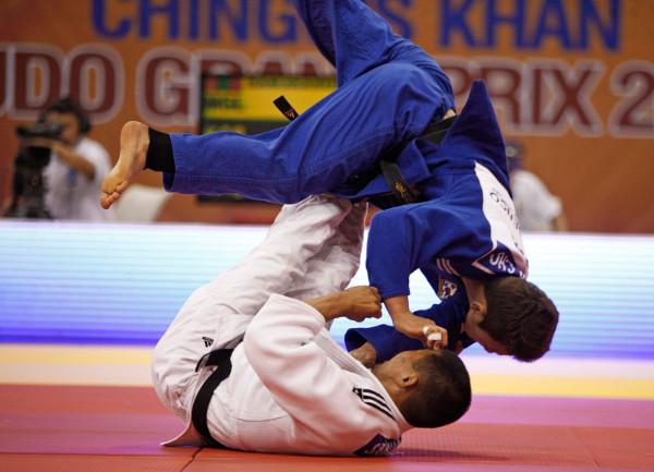 Attacking the Guard Pull In Jiu Jitsu